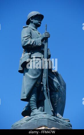 France, Meuse (55), Verdun, World war I soldier statue memorial // Meuse (55), Verdun, statue commemorative de soldat - Stock Photo