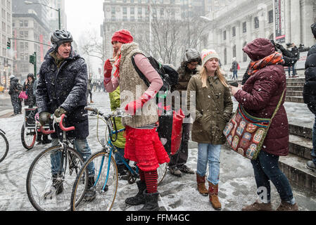 New York, United States. 15th Feb, 2016. TPP opponents brave the snow to spread awareness of the trade agreement - Stock Photo