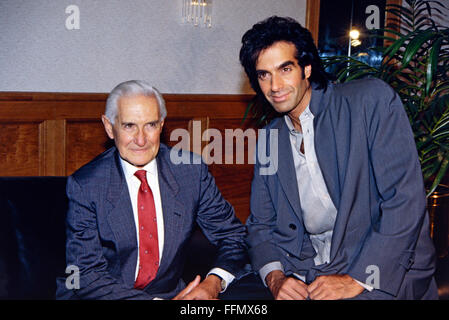 Copperfield, David, * 16.9.1956, American conjurer, half length, with his father Hyman Kotkin, Munich, 10.9.1993, - Stock Photo