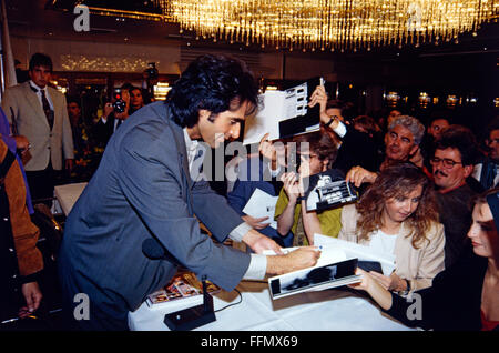Copperfield, David, * 16.9.1956, American conjurer, half length, with fans, Munich, 10.9.1993, Additional-Rights - Stock Photo