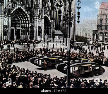 Allied Occupation of the Rhineland 1918 - 1930, British tanks in front of the Cologne cathedral, December 1921, - Stock Photo