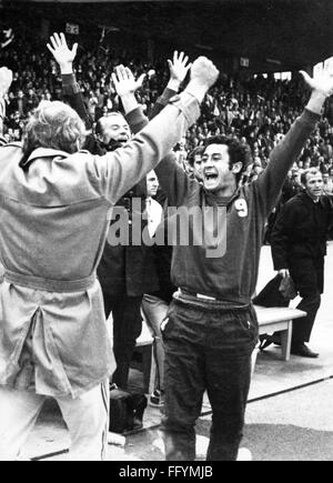 sports,football,game,Germany,DFB-Pokal,1970 / 1971,final,game FC Bayern Muenchen versus 1. FC Koeln(2:1),jubilant player Herwart Koeppenhofer after the victory of Bayern,Neckar stadium,Stuttgart,19.6.1971,cup winner,cup winners,jubilation,cheers,jubilant,cheer,cheering,joy,happiness,happy,winner,winners,DFB cup,athlete,athletes,football player,football players,footballer,footballers,kicker,substitutes' bench,substitutes' benches,on the bench,bench,benches,West Germany,Western Germany,Germany,1970s,70s,20th century,peo,Additional-Rights-Clearences-Not Available