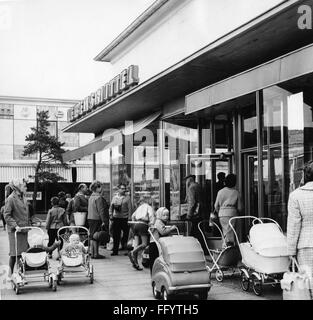 geography / travel, Germany, Eisenhuettenstadt, trade, mothers with baby carriages outside of a grocer's shop,  - Stock Photo