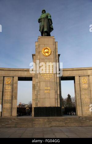 sowjetisches Ehrenmal, Strasse des 17. Juni, Berlin-Tiergarten.