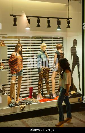 Griechenland, Kreta, Heraklion, Odos Dedalou, Boutique - Stock Photo