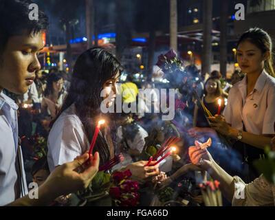Feb. 18, 2016 - Bangkok, Bangkok, Thailand - College students light their incense before praying for love at the - Stock Photo