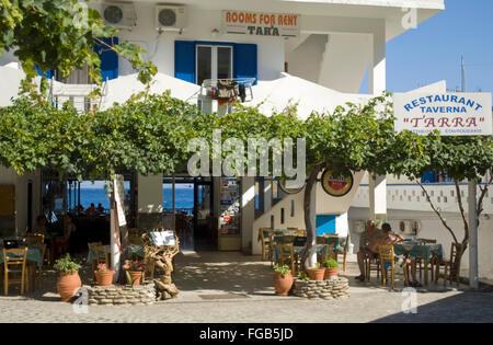 Griechenland, Kreta, Agios Rumeli, viele Tavernen erwarten die hungrigen Wanderer aus der Samaria-Schlucht. - Stock Photo