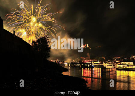 Firework display at town Oberwesel for the festival of Rhein in Flammen, Schönburg Castle, pleasure boats on the - Stock Photo