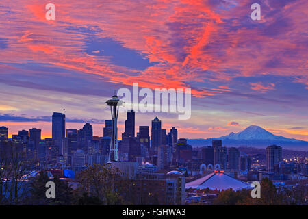 Seatlle skyline at sunrise on a cold early winter morning with beautiful snow coverred Mount Rainier in the background, - Stock Photo