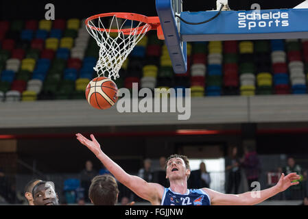 London, England, 20 February 2016. Glasgow Rocks Will Hall (22) catch the ball after a London Lion's basket.  BBL - Stock Photo