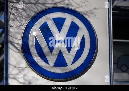 Markenname: 'VW Volkswagen', Berlin. - Stock Photo