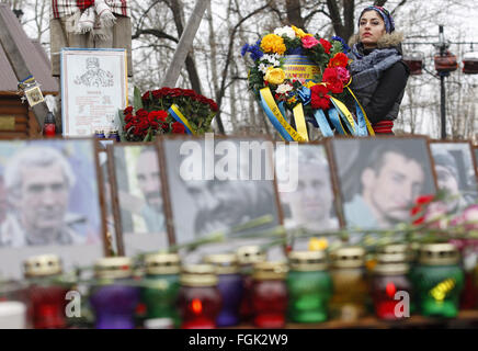 Kiev, Ukraine. 20th Feb, 2016. Ukrainian woman attends a memorial rally for Maidan activists or ''Heroes of the - Stock Photo