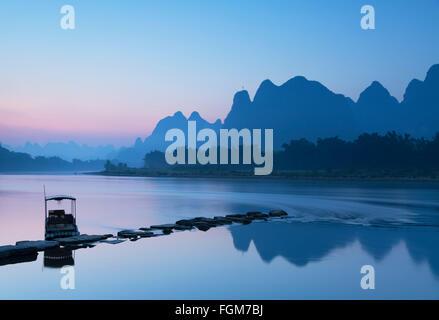 Li River at dawn, Xingping, Yangshuo, Guangxi, China - Stock Photo