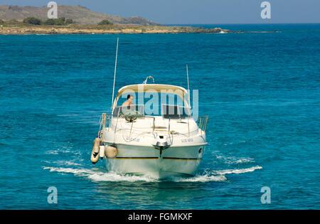 Griechenland, Kreta, Ireapetra, Insel Chrissi, Sportbootfahrer - Stock Photo