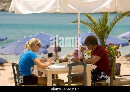 Griechenland, Kreta, bei Chania, Akrotiri-Halbinsel, Marathi, Fischtaverne Patrepantonis am Strand von Marathi - Stock Photo