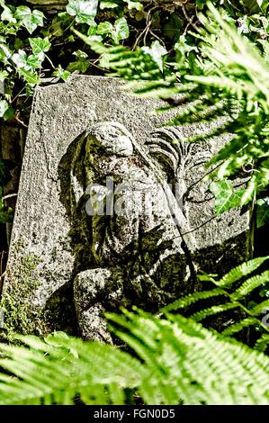 Grave on Highgate Cemetery, London; Grab auf dem Friedhof in Highgate - Stock Photo