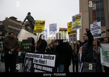 Harlem, New York, USA. 21st February 2016. Larry Holmes, an activist for the Peoples Power Assemblies, condemns - Stock Photo
