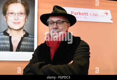 Berlin, Germany. 18th Feb, 2016. Festival director of the Berlinale Dieter Kosslick poses in front of a photo of - Stock Photo