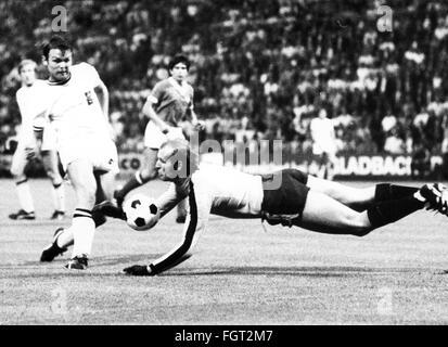 sports, football, games, Germany, DFB-Pokal 1969 / 1970, quarter final, game Borussia Moenchengladbach versus 1. - Stock Photo