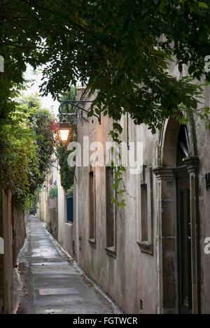 Altstadt-Gasse, Saint-Tropez, Dep. Var, Côte d'Azur, Frankreich   old town, Saint-Tropez, Dep. Var, Côte d'Azur, - Stock Photo