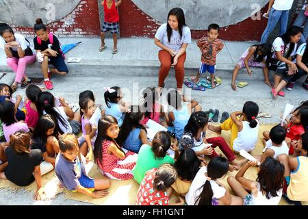 The Dynamic Teen Company (DTC) volunteers Site Head Marline Portacio evaluated the children for what they learned from their classes for the day during the Kariton Klasrum (Pushcart Classroom) conducted in Brgy. 5, Alonzo Street, Dalahikan, Cavite City. The founders of DTC find fulfillment as they slowly grow the number of youths being transformed through their programs. Transformed youth, who used to be drug users, petty thieves, scavengers, street kids, drop-outs and out-of-school youth are now DTC volunteers and have returned to mainstream education. While some of the children remain out of
