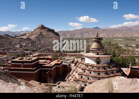 Gyantse Dzong fortress of Gyantse overlooking the Pelko Chode monastery - Stock Photo