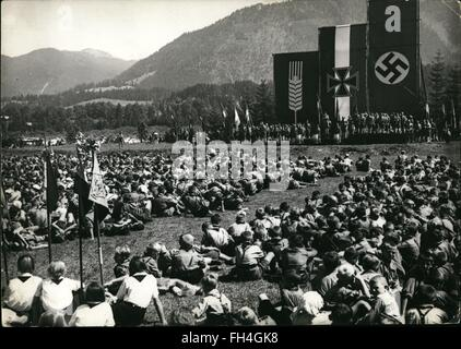 1935 - Nazi party gathering : 1000 German boys coming from foreign countries are touring now through Germany. The - Stock Photo