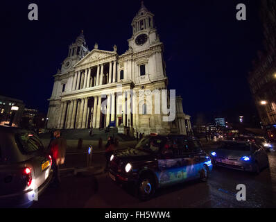 Traffic and the face of St Paul's Cathedral in central London by night - Stock Photo