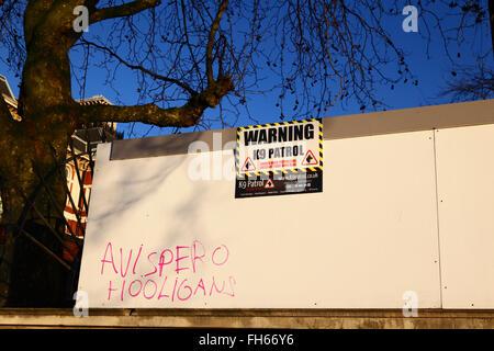 K9 guard dogs patrolling warning sign on wall, South Bank, Lambeth, London, England - Stock Photo