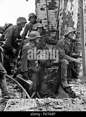 Battle of Stalingrad German soldiers ready to attack - German Nazi Propaganda Photography - WWII - Stock Photo