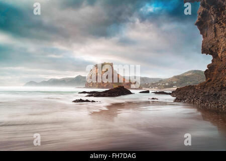 The mighty 'Lion Rock' at the Piha Beach, west coast of New Zealand is one of the famous beaches - Stock Photo