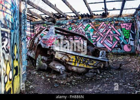 Güterbahnhof train station, Pankow, Berlin. Burnt out car in fire damaged garage at Disused former freight rail - Stock Photo
