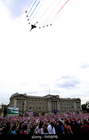 Crowds watching a fly past by Concorde and the Red Arrow display team over Buckingham Palace at the end of a special - Stock Photo