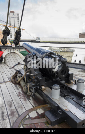 The fore placed breech loading 110 pounder cannon on the upper deck of HMS Warrior at Portsmouth Historic Dockyard. - Stock Photo