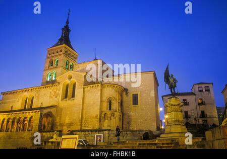 Plaza de Medina del Campo,with monument to Juan Bravo and San Martín church, Segovia, Castilla-Leon, Spain - Stock Photo