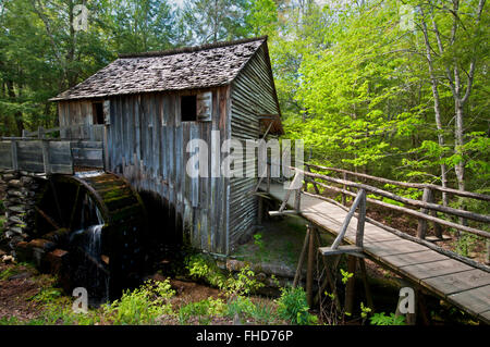 The John Cable Mill is an historic attraction at Cades Cove in Great Smoky Mountains National Park, Tennessee, USA. - Stock Photo