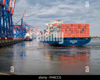 Container Vessel 'HYUNDAI BRAVE' of Hyundai casting off the CTA Container Terminal Altenwerder in the Port of Hamburg, - Stock Photo
