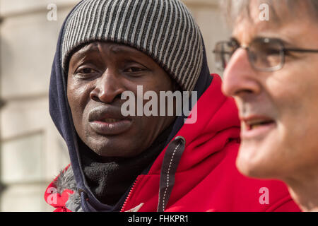 London, UK. 25th February, 2016.  A cleaner speaks at the IWGB protest outside CBRE-managed offices at 1 Finsbury - Stock Photo