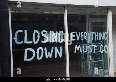 Signs of recession Edinburgh, shop window closing down signs. - Stock Photo