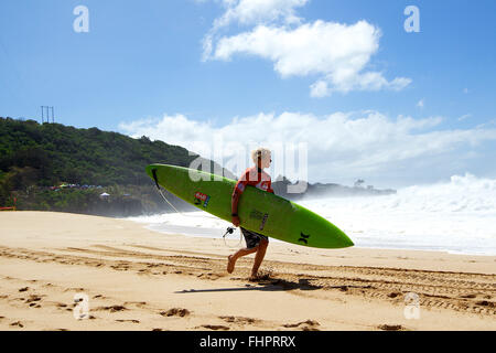 Haleiwa, Hawaii, USA. 25th February, 2016. February 25, 2016 - John Florence gets ready for his heat during the - Stock Photo
