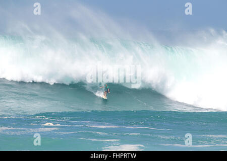 Haleiwa, Hawaii, USA. 25th February, 2016. February 25, 2016 - John Florence rides a wave during the action at the - Stock Photo