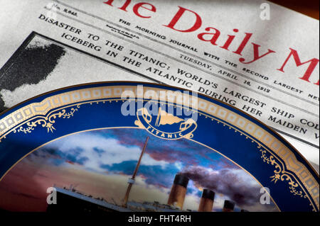 TITANIC EPHEMERA  Daily Mirror dated April 16th 1912 with headline on Titanic disaster with commemorative china - Stock Photo