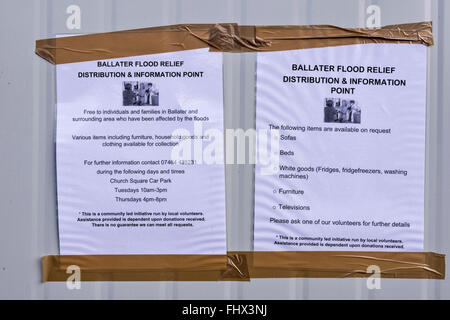 BALLATER  ABERDEENSHIRE RIVER DEE FLOOD DAMAGE FLOOD RELIEF POSTERS ON THE SIDE OF A CONTAINER - Stock Photo
