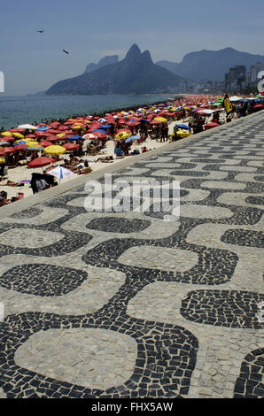 Boardwalk and umbrellas on crowded beach on the edge of Ipanema and Leblon - southern city - Stock Photo