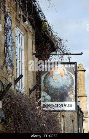 The Queens head pub sign, Stow on the Wold, Gloucestershire, Cotswolds, England - Stock Photo