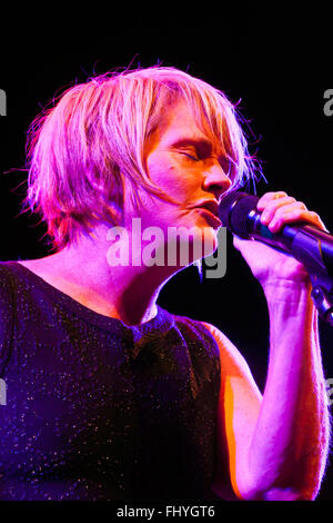 SHAWN COLVIN sings for BILLY CHILDS on the main stage of the MONTEREY JAZZ FESTIVAL - Stock Photo