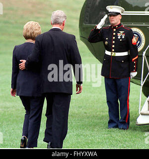Washington, District of Columbia, USA. 31st Aug, 1998. United States President Bill Clinton and first lady Hillary - Stock Photo