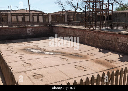 Abandoned swimming pool in Humberstone, a former nitrate mining and processing town in the Atacama desert. - Stock Photo