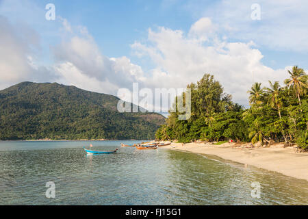 Koh Lipe sunset beach is a relax beach on the popular island in the Andaman sea in south Thailand, very close to - Stock Photo