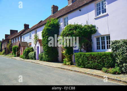 Pretty row of cottages in the main street through Itchenor village, on Chichester  Harbour, West Sussex, UK, England - Stock Photo